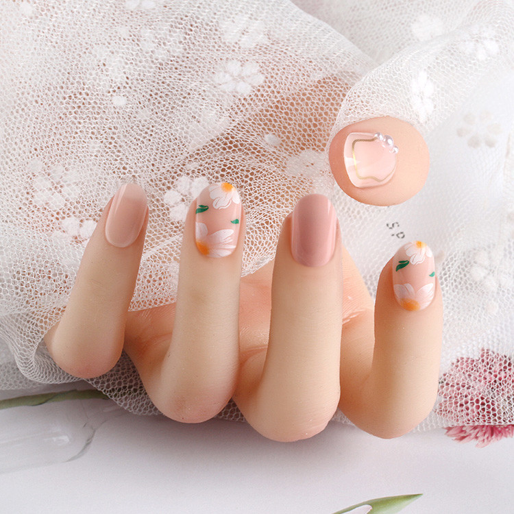 2021 fashion Oval Nails in the exquisite packing box with ribbon hanger and silky touch